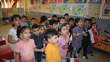 النشيد الوطني باللغتين العربية والكردية باحتفالية للطفل