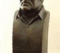 إزاحة الستار عن تمثال الأديب العراقي غائب طعمة فرمان