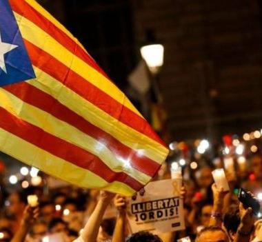 توقعات بفرض حكومة مدريد الحكم المباشر على كتالونيا