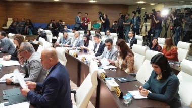 السليمانية تقف بوجه بارزاني وتدعو لحوار يضمن وحدة العراق