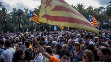 بوتشيمون يوقّع «إعلان استقلال» كاتالونيا مع وقف التنفيذ إفساحًا في المجال للحوار