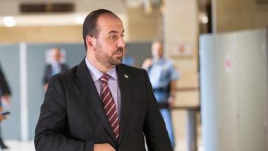 المعارضة السورية تختار رئيسا جديدا لهيئة المفاوضات قبل محادثات جنيف