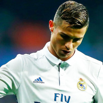 ريال مدريد يخطط لتجديد عقد رونالدو قبل نهاية 2017