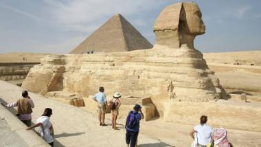 بغداد يدعو القاهرة إلى إلغاء منع دخول السياح العراقيين بشكل عاجل