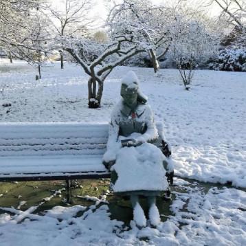 إسعاف بريطاني يكتشف  ان ما سعى لإنقاذه.. تمثال