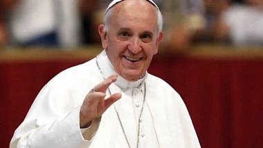 البابا يحذّر زعماء العالم من مخاطر الترسانات النووية