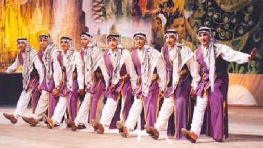 الدبكة العراقية والرقص السومري يرتبطان بالأرض