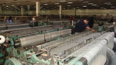 الصناعة تلبّي احتياجات مؤسسات الدولة والسوق المحلية بديلا عن المستورد