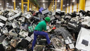 النفايات الإلكترونية تهدد البيئة والإنسان