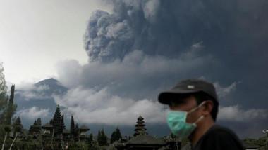 حياة نشيطة قرب «بركان بالي» بالرغم من قرب انفجاره