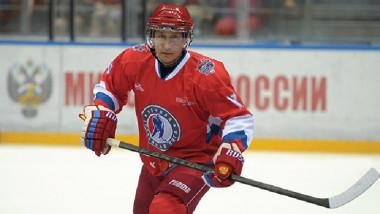 بوتن يشارك في مباراة للهوكي على الجليد