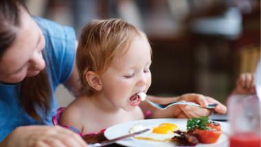 بيضة واحدة يومياً تنمّي دماغ الأطفال