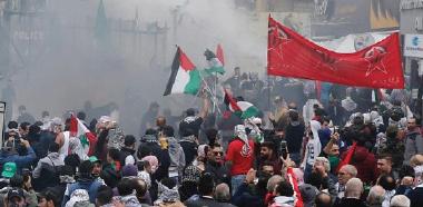 مواجهات بين المتظاهرين وقوى الأمن أمام السفارة الأميركية في لبنان