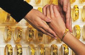 الذهب البرازيلي زينة سقطت من صندوق الخزينة