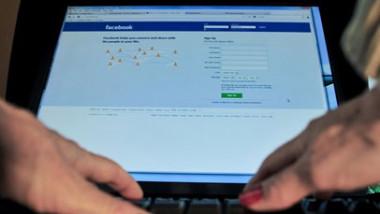 فيسبوك تتوسع في الذكاء الصناعي لصد نوايا الانتحار