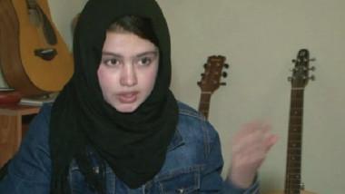 أفغانيات يتحدين المتشددين ويعزفن الألحان على الغيتار