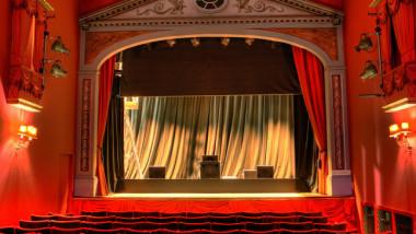 أي مسرح نريد ؟