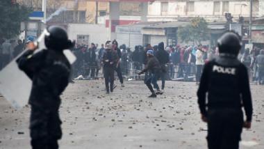 اعتقال 150 محتجا آخرين بينهم زعماء المعارضة في تونس