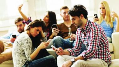 تعاسة المراهقين في هواتفهم