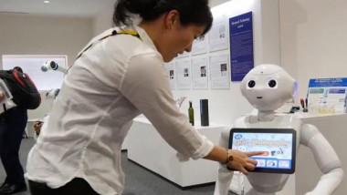 روبوت صغير يقدم النصائح للأطفال والمسنين والإعلاميين