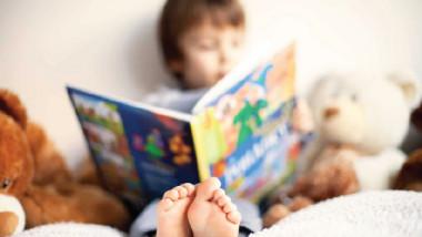 ساعد طفلك ليصبح قارئًا نهمًا؟