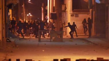 عشرات الجرحى وتوقيف 200 شخص في تونس