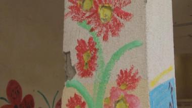 معلمة تحوّل خيال الأطفال إلى لوحات فنية في الموصل
