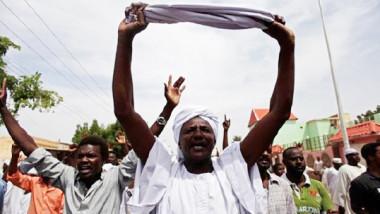 رفع أسعار المواد الاساسية سبّب تظاهرات كبيرة في تونس والسودان