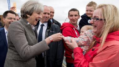 «تيريزا ماي تسلّم أيرلندا الشمالية مليار جنيه من دون موافقة البرلمان