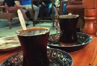 الشاي في مقاهي بغداد .. يحمل عبق الزمن وجمال الصور