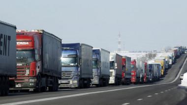 العراق يسمح للشاحنات الأردنية بدخول أراضيه