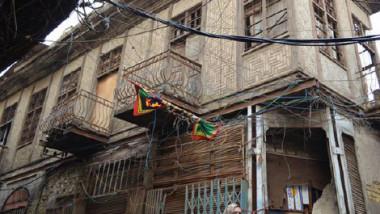 القانون يتيح إزالة النوافذ والشرفات لانتهاكها خصوصية الجار