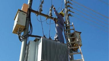 توزيع كهرباء الجنوب تنجز أعمال الصيانة الاستباقية لمغذياتها
