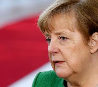 حزب حليف لميركل يطالب بالالتزام باتفاقات الهجرة