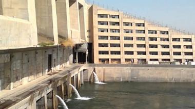 وزير الموارد المائية يطّلع على المنشآت الإروائية في سد حديثة