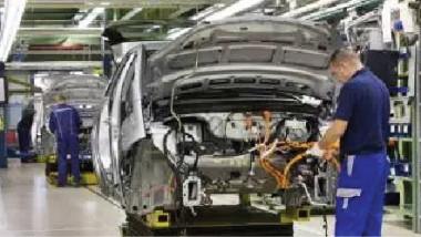التجارة تبحث مع شركات تركية وألمانية توريد السيارات والمكائن والآليات