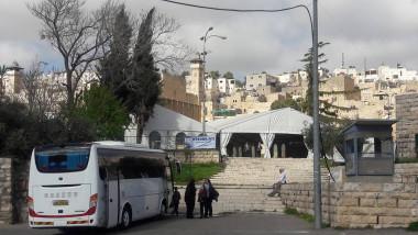 مناشدات فلسطينية لإزالة خيام المستوطنين من ساحات الحرم الإبراهيمي