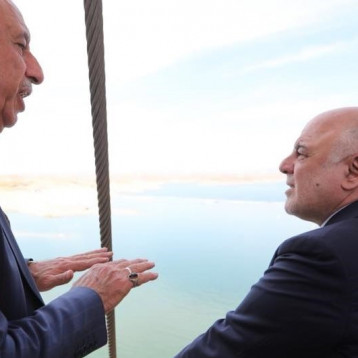 العبادي يزور سد الموصل ويطمئن المواطنين بسلامته