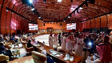 بانتظار التغيير: حالة العالم العربي ملخصة في صورة من القمّة السعودية