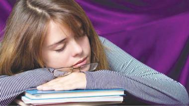 النوم يحسن مزاج المراهقين