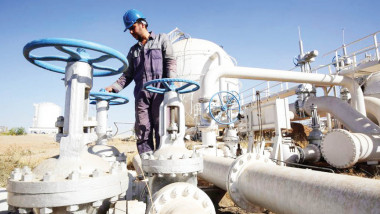 الحكومة تعتزم تقديم موازنة تكميلية تتناسب وزيادة أسعار النفط