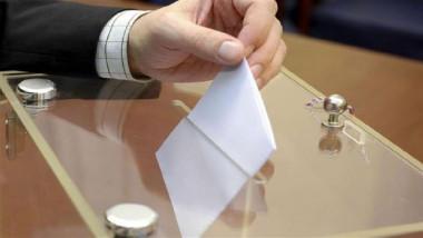 الشركة الكورية المصنعة لأجهزة العد والفرز تدرب 125 موظفاً من مفوضية الانتخابات
