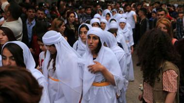 """آلاف الإيزيديين يحتفلون بطقوس """"الطوّافات"""" لأول مرة خلال 4 سنوات"""