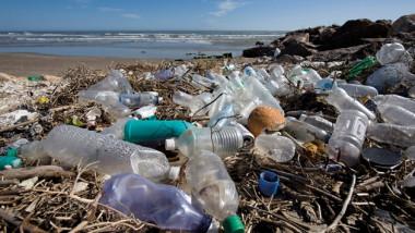 """الأمم المتحدة تحذّر """"كمية البلاستيك تفوق الأسماك"""" بالمحيطات"""