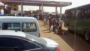 السودان يشهد ارتفاعا كبيرا في سعر المحروقات لنقص الإمداد