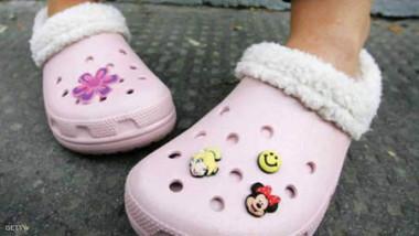 العلم يكشف فائدة غريبة لخلع الحذاء وتفادي الكيمياويات ضرورة