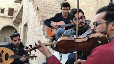 """""""فلاش موب"""" موسيقى ورقص تعبيري في شوارع بغداد"""