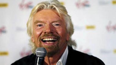 ملياردير بريطاني.. سائح في الفضاء