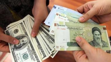 الريال يهوي إلى مستوى قياسي جديد مقابل الدولار في السوق الحرة