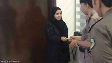 أول سعودية تتسلم رخصة قيادة
